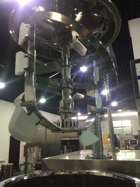 Vakuum emulsionsblandare med emulgerande omrörare